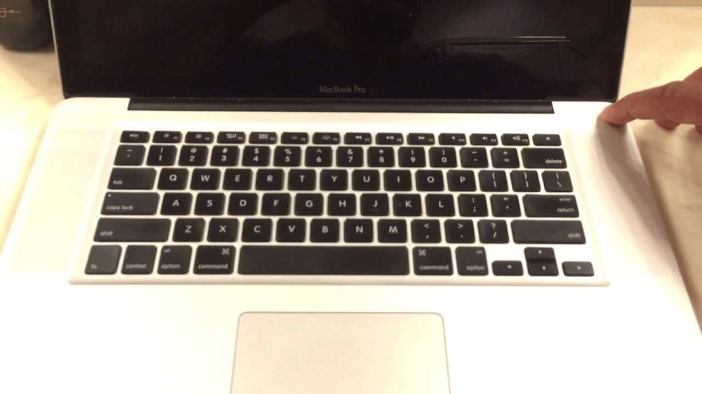 MacBook не включается